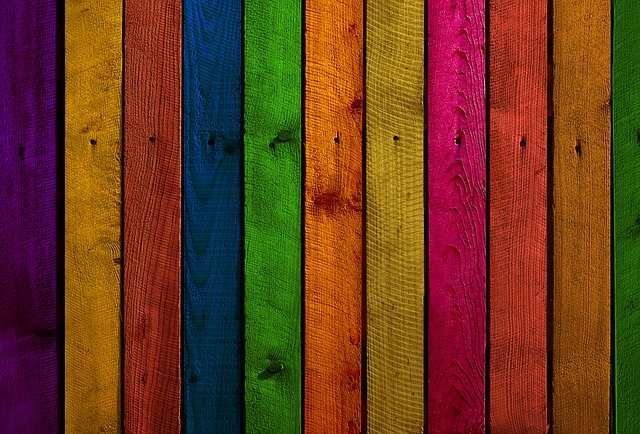 barevné dřevo