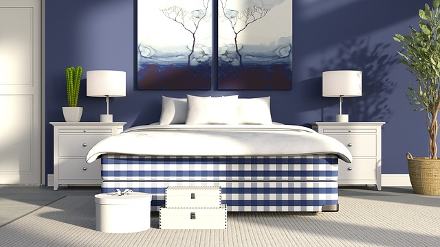 Modrá spálňa s manželskou posteľou.jpg