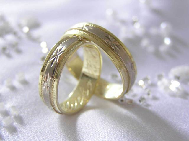 zdobené svadobné obrúčky