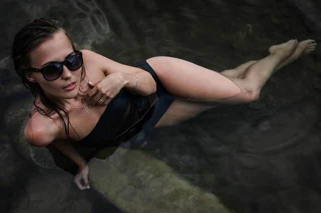 černé plavky.jpg