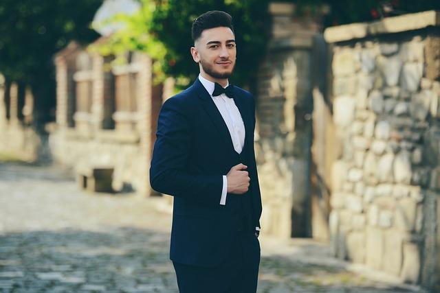 Mladý muž v obleku.jpg