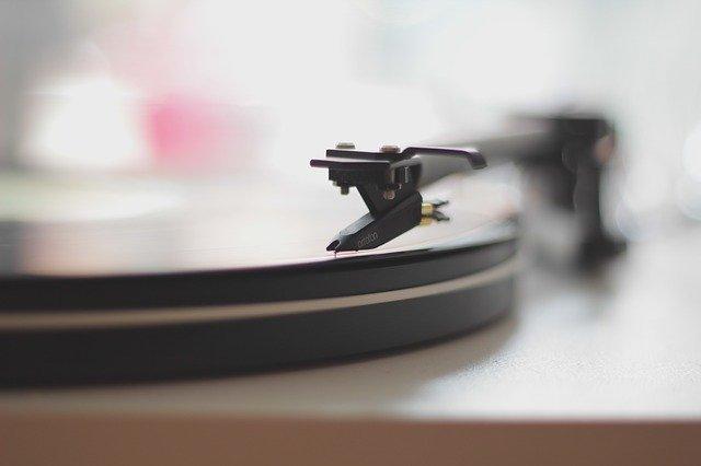 Gramofón, vinyl, platňa.jpg
