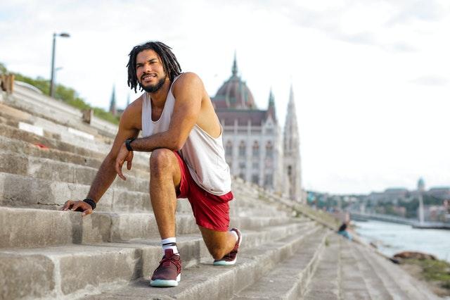 Bežec na schodoch, zdravý muž, športovec