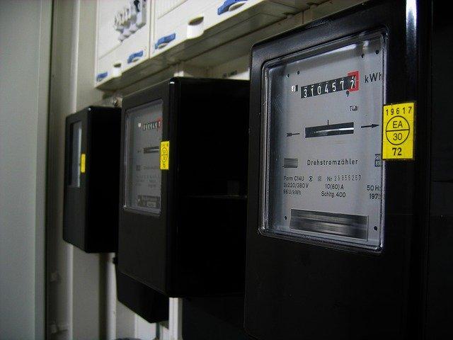 Elektromer na stene