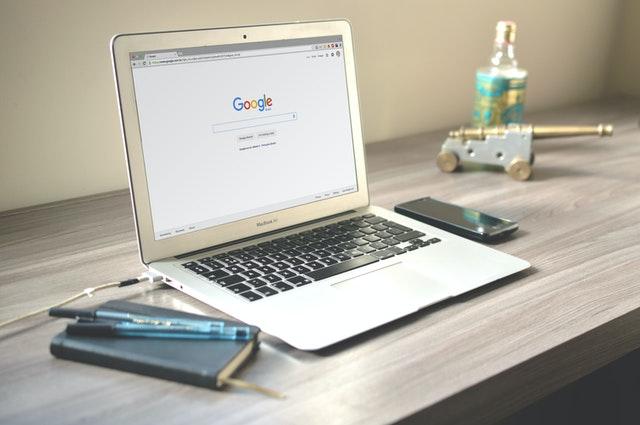 Macbook, Google